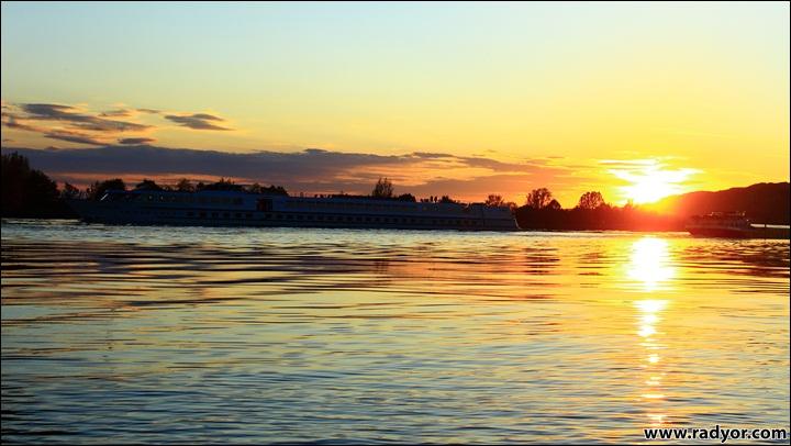 Sunset over Danube, nearby Kiefenholz, Germany