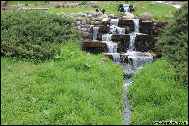 Водопад в парка